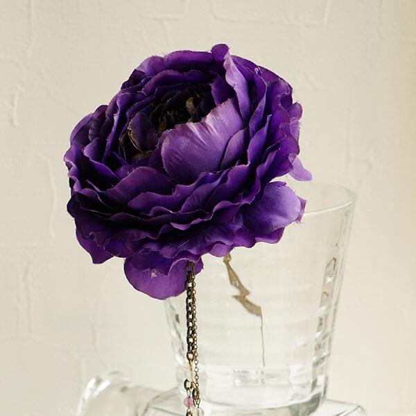 濃いめ紫のラナンキュラスのかんざし